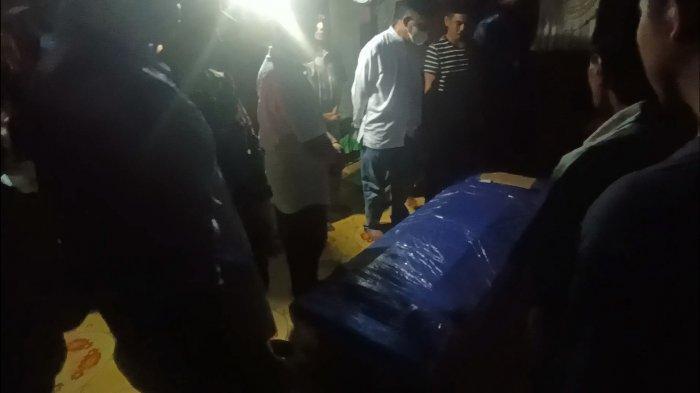 Isak Tangis Sambut Kedatangan Jenazah Udin, Tukang Ojek Asal Barru Ditembak KKB