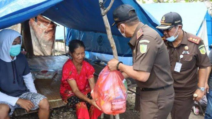 Kejati Sulbar Kembali Salurkan Bantuan Korban Gempa