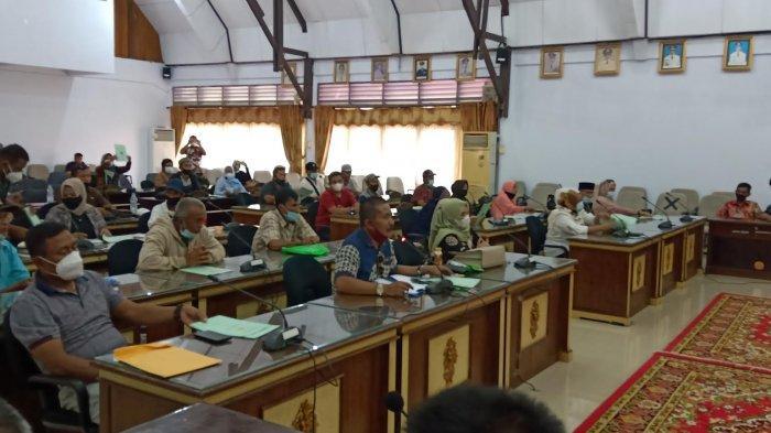 Pasca Pilkades Patila, Dua Kelompok Cakades Bergantian Mengadu di DPRD Wajo