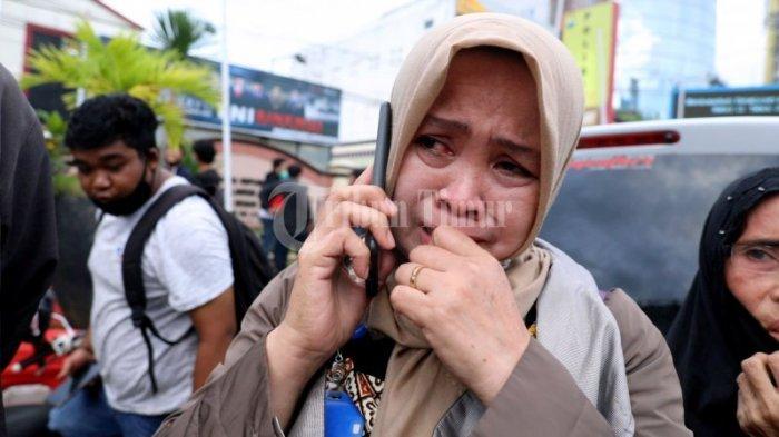 FOTO: Menjemput Pengunjuk Rasa di Polrestabes Makassar - keluarga-dan3rvfs.jpg