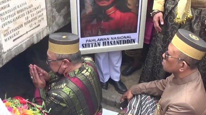 Keluarga Kerajaan Gowa Ziarah ke Makam Sultan Hasanuddin