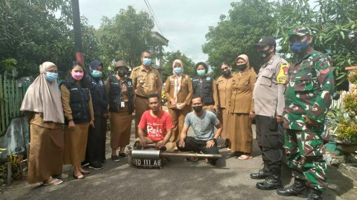Cegah Penyebaran DBD, Kelurahan Pajalele Sidrap Asapi Rumah Warga