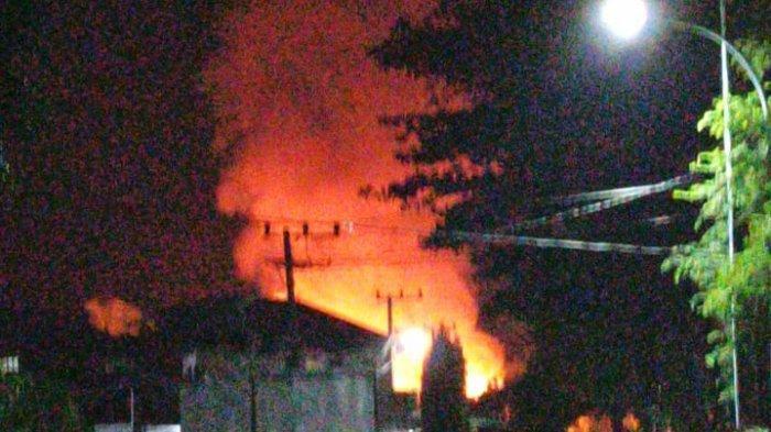 REAKING NEWS: Satu Unit Rumah Panggung Terbakar di Lalabata Rilau Soppeng