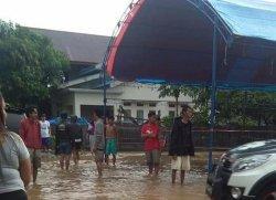 Hujan Deras, Satu TPS di Palopo Tergenang Air, Bagaimana dengan Kotak Suara Kardus?