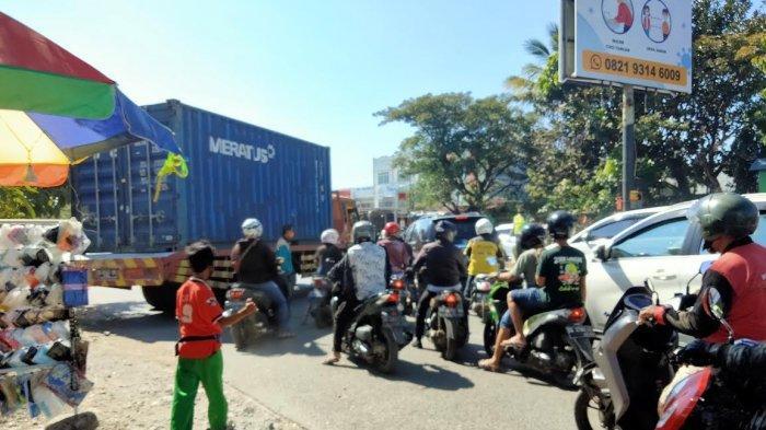 Macet Panjang di Jl Perintis Kemerdekaan Makassar, Ada Truk Kontainer Mogok
