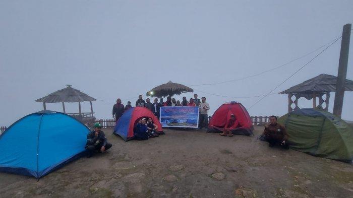 Tenda untuk Kemah Literasi di Dusun Salurante, Desa Rinding Allo, Kecamatan Rongkong, Kabupaten Luwu Utara, Sulawesi Selatan.