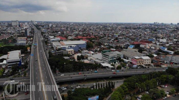 FOTO: Tol Layang Pettarani Berlakukan Penyesuaian Tarif - kendaraan-melintasi-tol-layang-ap-pettarani-rabu-2842021-1.jpg