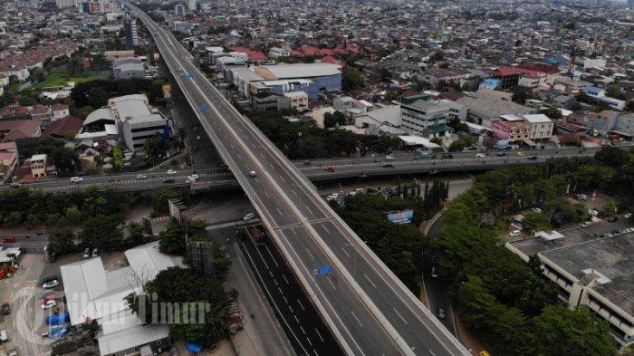 FOTO: Tol Layang Pettarani Berlakukan Penyesuaian Tarif - kendaraan-melintasi-tol-layang-ap-pettarani-rabu-2842021-2.jpg