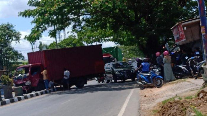 Tabrakan dengan Avanza di Maros, Mobil Truk Asal Makassar Ringsek