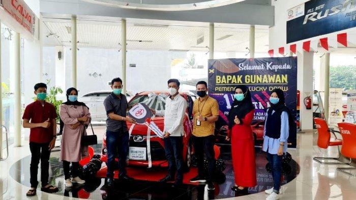 Warga Bacukiki Barat Pemenang Grandprize PT Hadji Kalla Toyota Parepare
