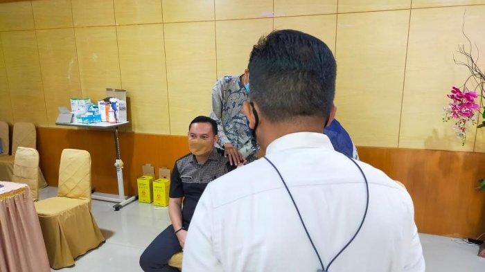 Nakes di Bantaeng Mulai Terima Vaksin Moderna