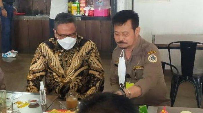 Kepala Kanwil BNI, Hadi Santoso ngopi bersama Mentan RI SYL di Warkop Megazone Jalan Boulevard, Makassar, Selasa (6/7/2021) pagi