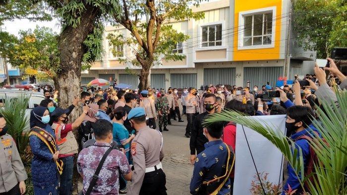 Bahas Pencegahan Covid-19, Kapolri Listyo Sigit Prabowo di Makassar Justru Disambut Kerumunan Warga