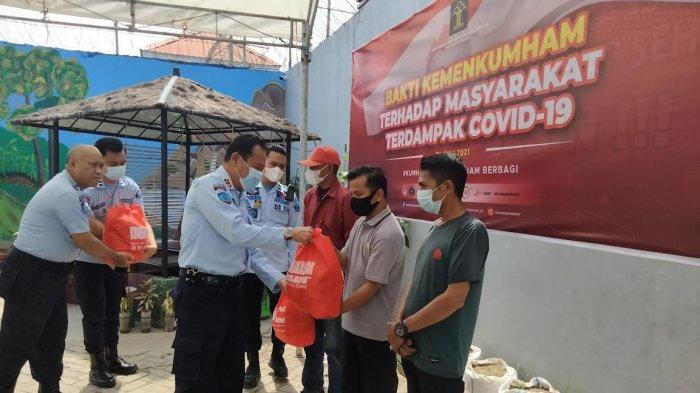 Pegawai Rutan Kelas I Makassar Patungan Beli Sembako untuk WargaTerdampak Covid-19