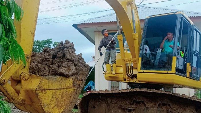 Atasi Banjir Susulan, BPBD Buat Parit Darurat di Belakang RSUD Sinjai