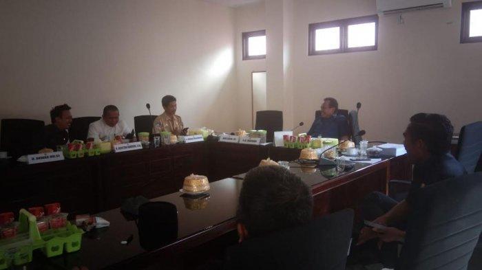 Kepala SMKN 5 Wajo Datangi DPRD, Curhat Dipojokkan Media Massa