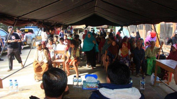 Gelar Baksos di Kaki Gunung Latimojong, Polres Enrekang Bagi 96 Paket Sekolah