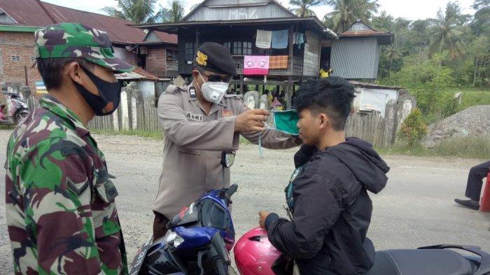 Operasi Yustisi di Pasar Kabere, Polsek Cendana Enrekang Tegur Pelanggar Prokes