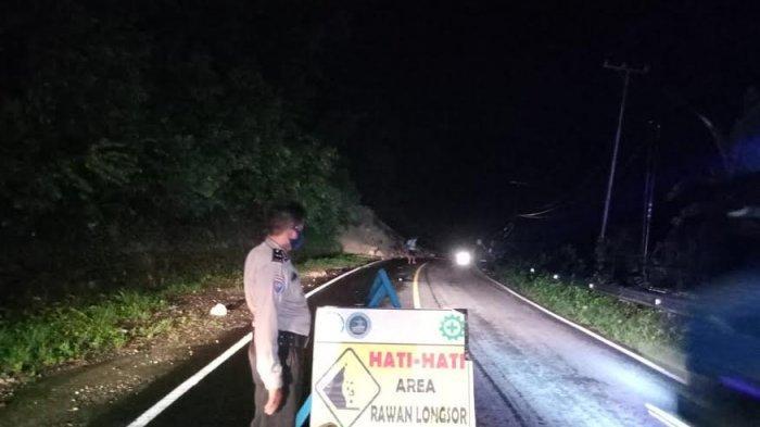 Rawan Terjadi Longsor, Warga Diminta Hati-hati Melintas di Jalan Poros Majene - Mamuju