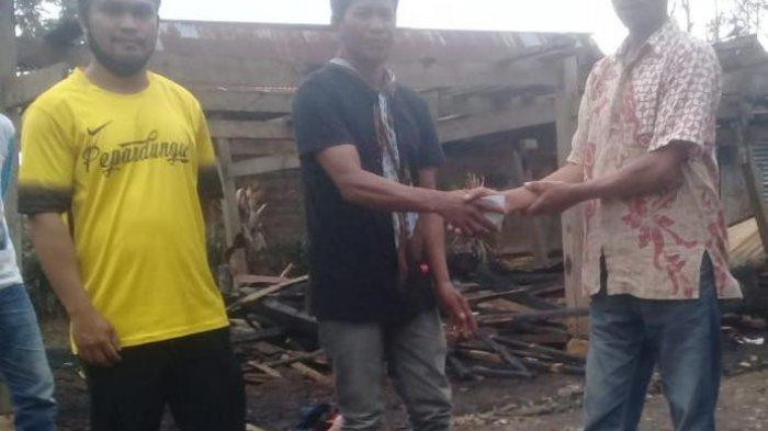 Pengusaha Papua Bantu Korban Kebakaran di Desa Masalle Enrekang
