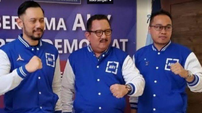 Ketua DPC Demokrat Kabupaten Gowa Ari Reza Ali (kanan) bersama Ketua DPD Demokrat Sulsel Ni'matullah Erbe dan Ketua Umum Demokrat Agus Harimurti Yudhoyono dalam penyerahan rekomendasi Pilkada Gowa 2020 lalu.