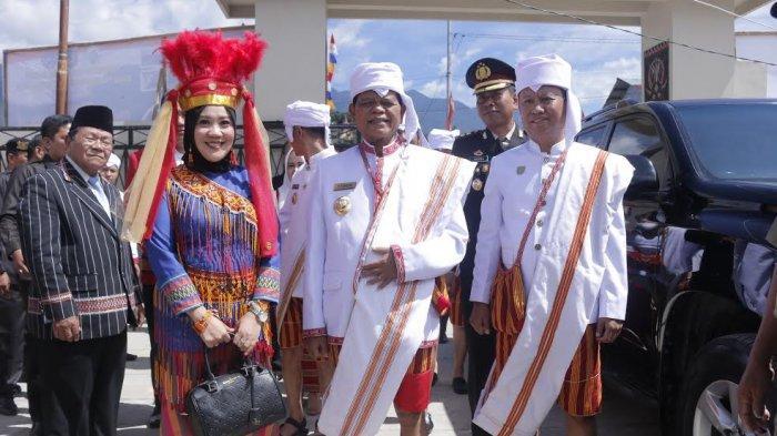 Kenakan Pakaian Adat Mamasa, Ketua DPRD Sulbar Bilang Begini