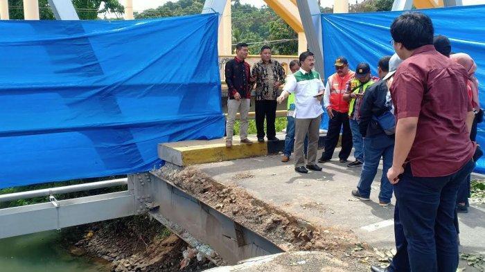 Ketua PPP Sulsel Tinjau Jembatan Bojo, Meminta Sebulan Perbaikan Sudah Tuntas