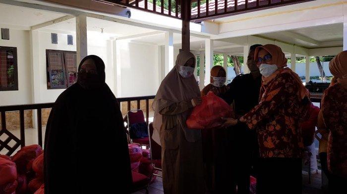 Dharma Wanita Persatuan Provinsi Sulbar Peduli Dampak Covid-19