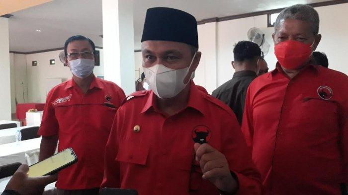 HUT ke-18 Luwu Timur, Budiman Pakai Baju Merah Terima SK Ketua PDIP