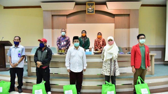 Lies F Nurdin Bagikan 500 Paket Sembako dari Bappelitbangda Sulsel