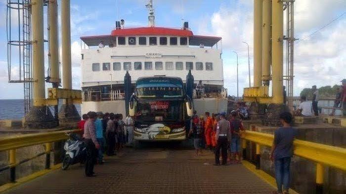 Cuaca Ekstrem, Penyeberangan Kapal Feri dari Bira ke Selayar Tak Menentu