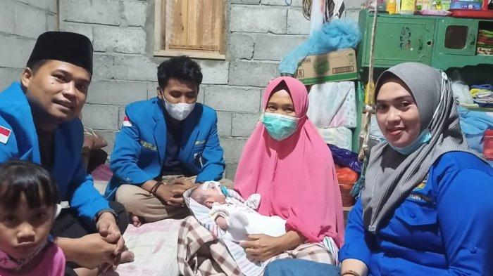 KNPI Luwu Timur Serahkan Donasi Bantu Bayi Haerul yang Menderita Penyakit Bawaan Lahir