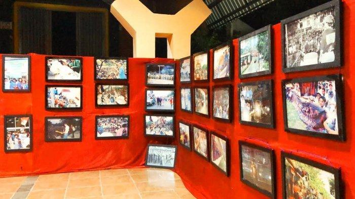 Foto-foto Peristiwa 98 Dipamerkan di Art Center Toraja Utara