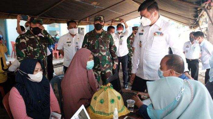 Sambut HUT TNI Ke-76, Kodim-Pemkab Gowa Kolaborasi Gelar Vaksinasi di 6 Lokasi Pasar