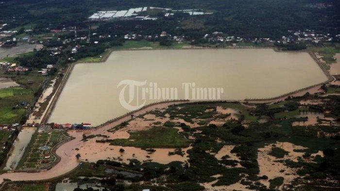 Kolam Regulasi Nipa-nipa yang terekam dari atas udara yang berada di wilayah Kabupaten Gowa, Maros, dan Kota Makassar, Jumast (29/1/2021).