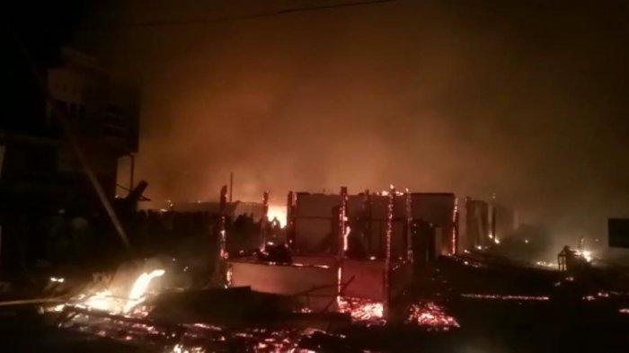 Pasar Lama Topoyo Sulbar Terbakar, 135 Kios Ludes