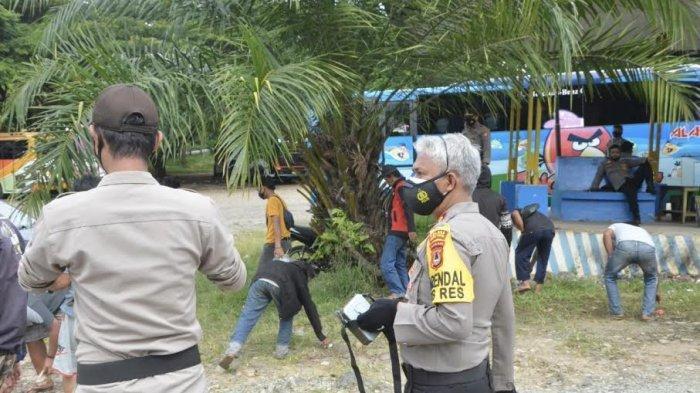 Tak Pakai Masker, Warga Luwu Timur Disanksi Kerja Bakti di Terminal Malili