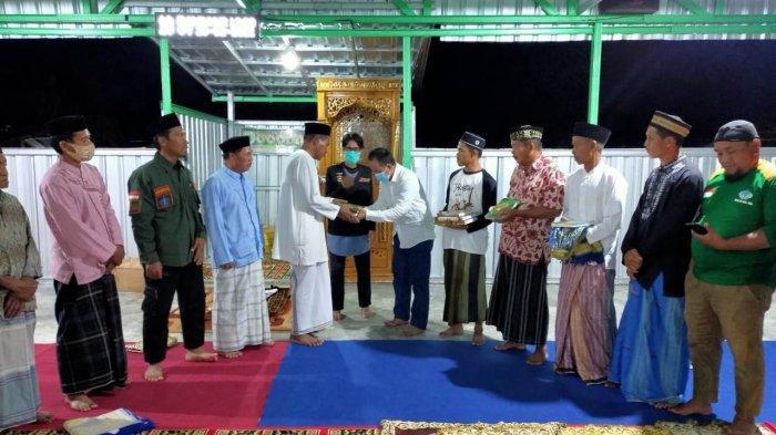 Komunitas Bersama Berbagi dan MaHtaN menyerahkan masjid darurat bernama