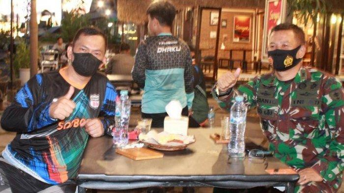 Dandim Kota Parepare Letkol CZI Arianto Wibowo dan Staf Ahli Hukum Pangdam Hasanuddin Kolonel (Kav) Abdul Haris (kiri) di sela penyambutan Komunitas goGOosS89 Makassar di Parepare.