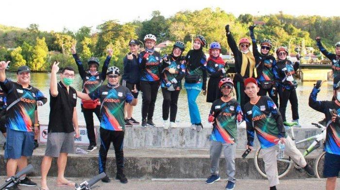 Komunitas goGOosS89 atau Go Gowes Smansa 89 Makassar disambut Dandim Kota Parepare, Letkol CZI Arianto Wibowo, di Kota Parepare, Minggu, 27 Juni 2021. Dari Parepare, Komunitas goGOosS89 gowes bergerak ke Kota Pinrang untuk tur dan bakti sosial.