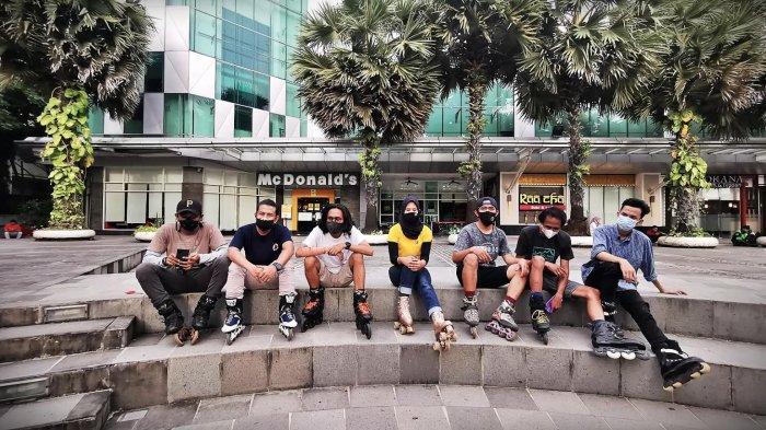 FOTO: Rock n Rollers, Komunitas Sepatu Roda di Makassar