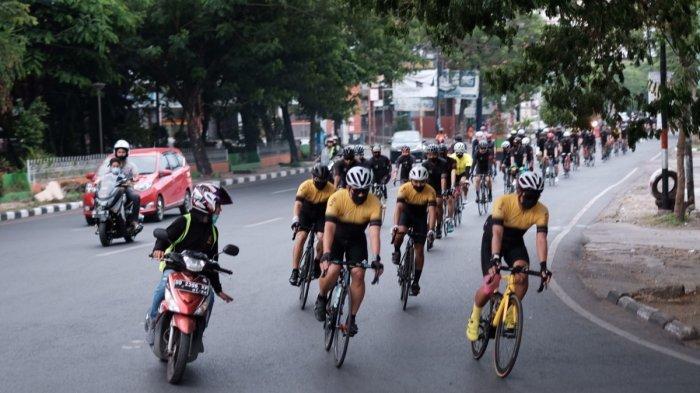 FOTO: MCC Mini Touring Makassar-Pinrang - komunitas-sepeda-makassar-cycling-club-mcc-melintas-di-pangkep-minggu-2792020-1.jpg