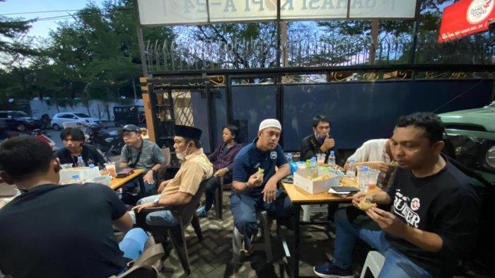 Land Cruisers Makassar Buka Puasa Bersama dan Bagi-bagi Takjil