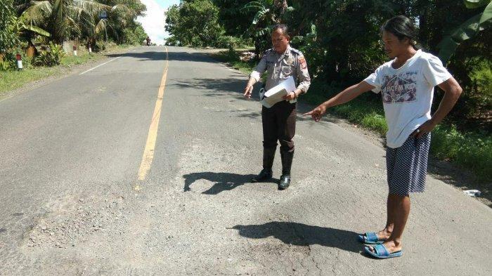 kondisi-jalan-berlubang-di-jl-poros-sengkang-siwa-km-40-41-desa-barangmamase.jpg
