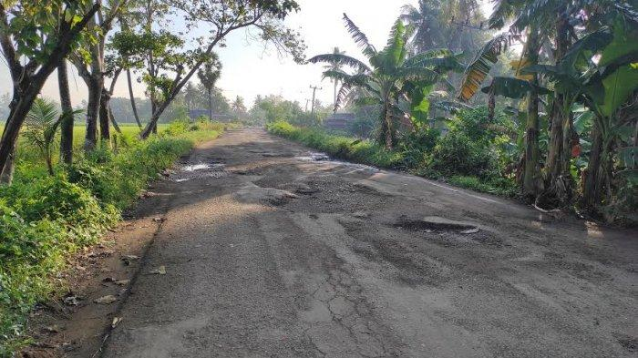 Pengendara Keluhkan Jalan Provinsi Bone-Soppeng di Desa Lebbae, Berlubang dan Rawan Kecelakaan