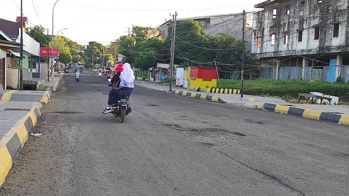 Awas Jalan Berlubang di Jalan Jenderal Sudirman Bone
