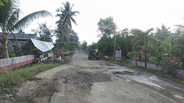 Jalan Poros Bone-Soppeng di Desa Lebbae Rusak dan Berlubang, Sudah Ada Pengendara Jatuh
