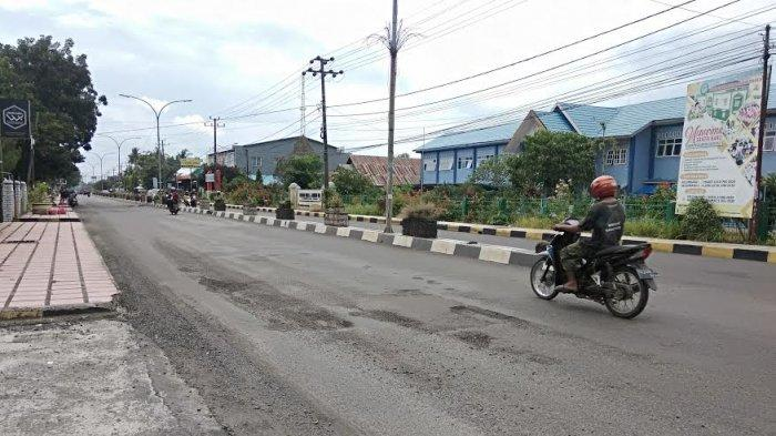 Ada Jalan Berlubang di Jl Jenderal Sudirman Bone, Pengendara Harus Berhati-Hati