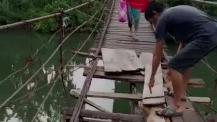 Jembatan Penghubung Desa Pakksalo-Mallusetasi Bone Kian Memprihatinkan