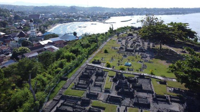 FOTO: Makam Raja-Raja Banggae dan Hadat Mandar Majene